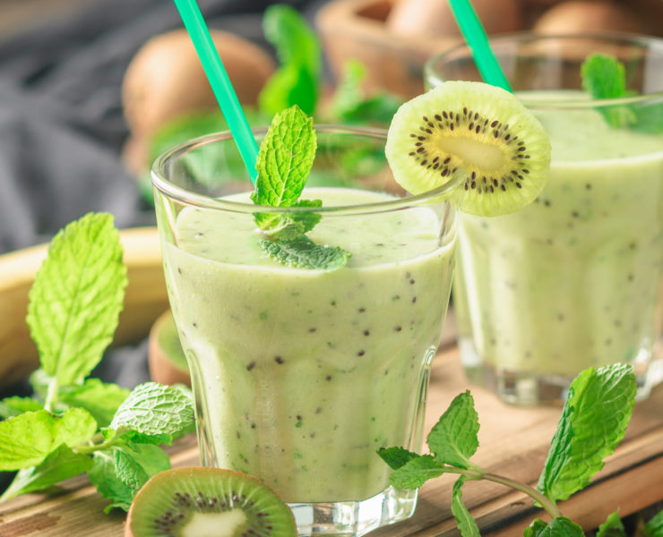 Green Lemonade Smoothie with Kiwi