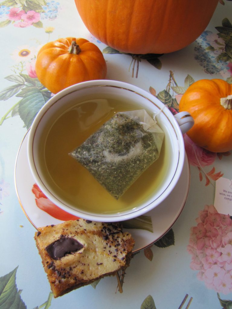 pumpkin swirl bars and tea